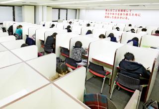 月25日以上・長時間開放の自習室をはじめとする充実の設備と、生徒のやる気を引き出す学習環境。
