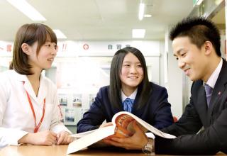 個別指導の授業以外も、自習室での学習や進路相談、テスト対策、入試対策などあらゆるニーズにお応えします。