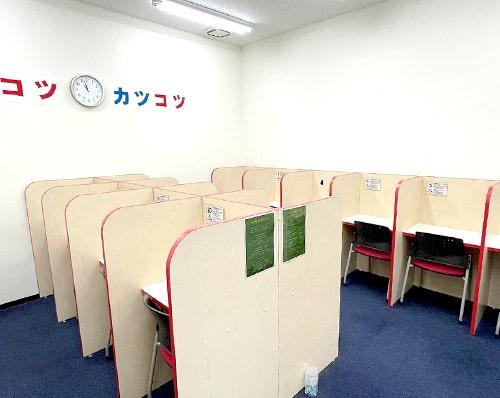 清潔な自習スペース