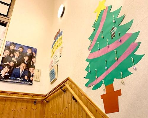 校舎を明るく彩る掲示物