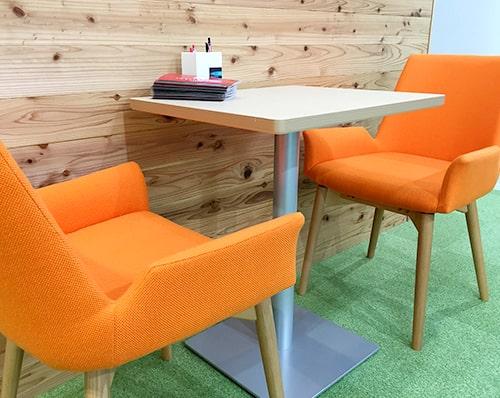 カフェのようなテーブルと椅子